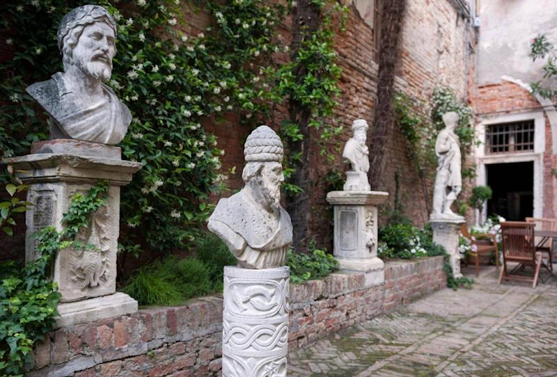 Cima Rosa revolves round a pretty 15th-century courtyard just off the Grand Canal (Cima Rosa)