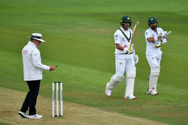 Hussain wants new 'mindset' after bad light blights second Test