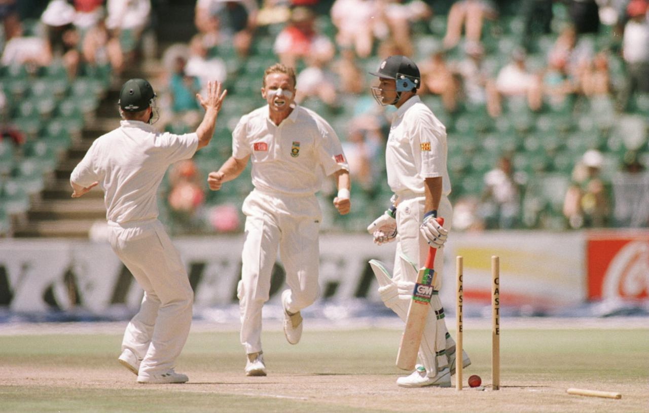 1 DEC 1995:  ALAN DONALD OF SOUTH AFRICA CELEBRATES AS MARK RAMPRAKASH OF ENGLAND IS CLEAN BOWLED FOR 4  RUNS DURING THE SOUTH AFRICA V ENGLAND SECOND TEST MATCH AT THE WANDERERS GROUND IN JOHANNESBURG, SOUTH AFRICA. Mandatory Credit: Graham Chadwick/ALLSPORT