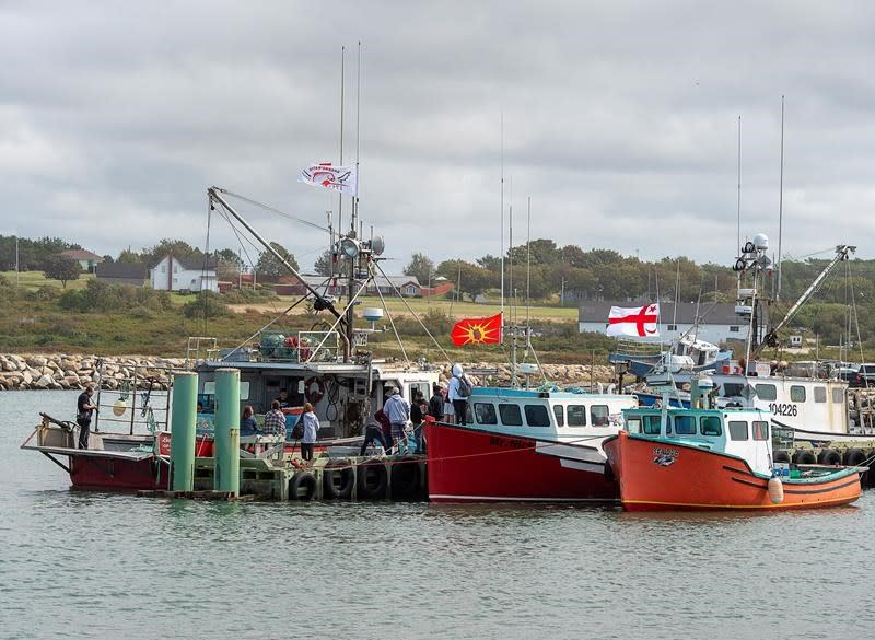 Lobster protests: Nova Scotia RCMP arrest two at wharf in Weymouth