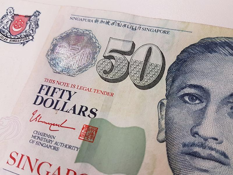 3 Things Singaporeans Should Do Before the Singapore Dollar