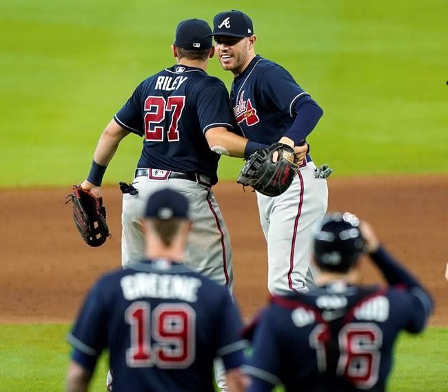 Wright, d'Arnaud lead Braves to sweep Marlins, reach NLCS