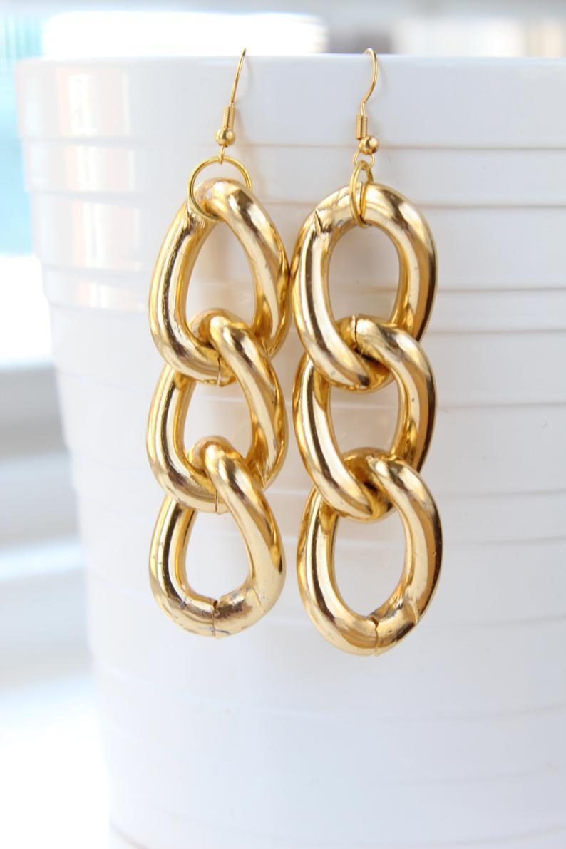 "<br><br><strong>BlackBerriesBox</strong> Gold Plated Chain Link Earrings, $, available at <a href=""https://go.skimresources.com/?id=30283X879131&url=https%3A%2F%2Fwww.etsy.com%2Flisting%2F768758379%2Fgold-plated-chain-link-earrings"" rel=""nofollow noopener"" target=""_blank"" data-ylk=""slk:Etsy"" class=""link rapid-noclick-resp"">Etsy</a>"