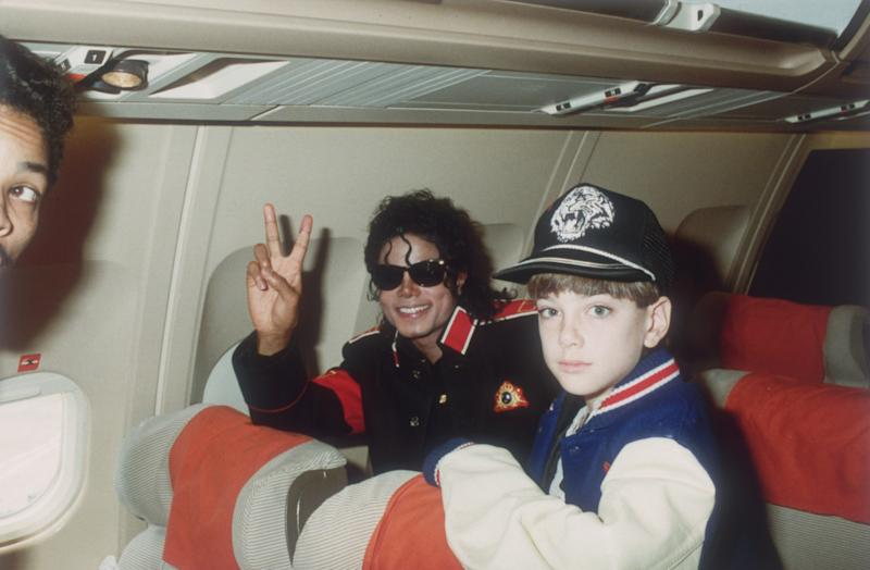 UNSPECIFIED - JULY 11: Michael Jackson with 10 year old Jimmy Safechuck on the tour plane on 11th of July 1988. (Photo by Dave Hogan/Getty Images)
