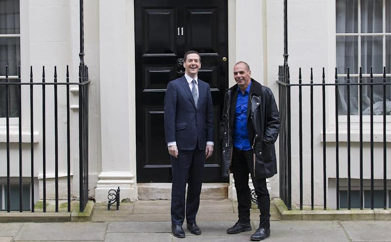 Greek Finance Minister Yanis Varoufakis (right) poses for pictures with Britain's Finance Minister George Osborne outside 11 Downing Street on February 2, 2015 (AFP Photo/Justin Tallis)