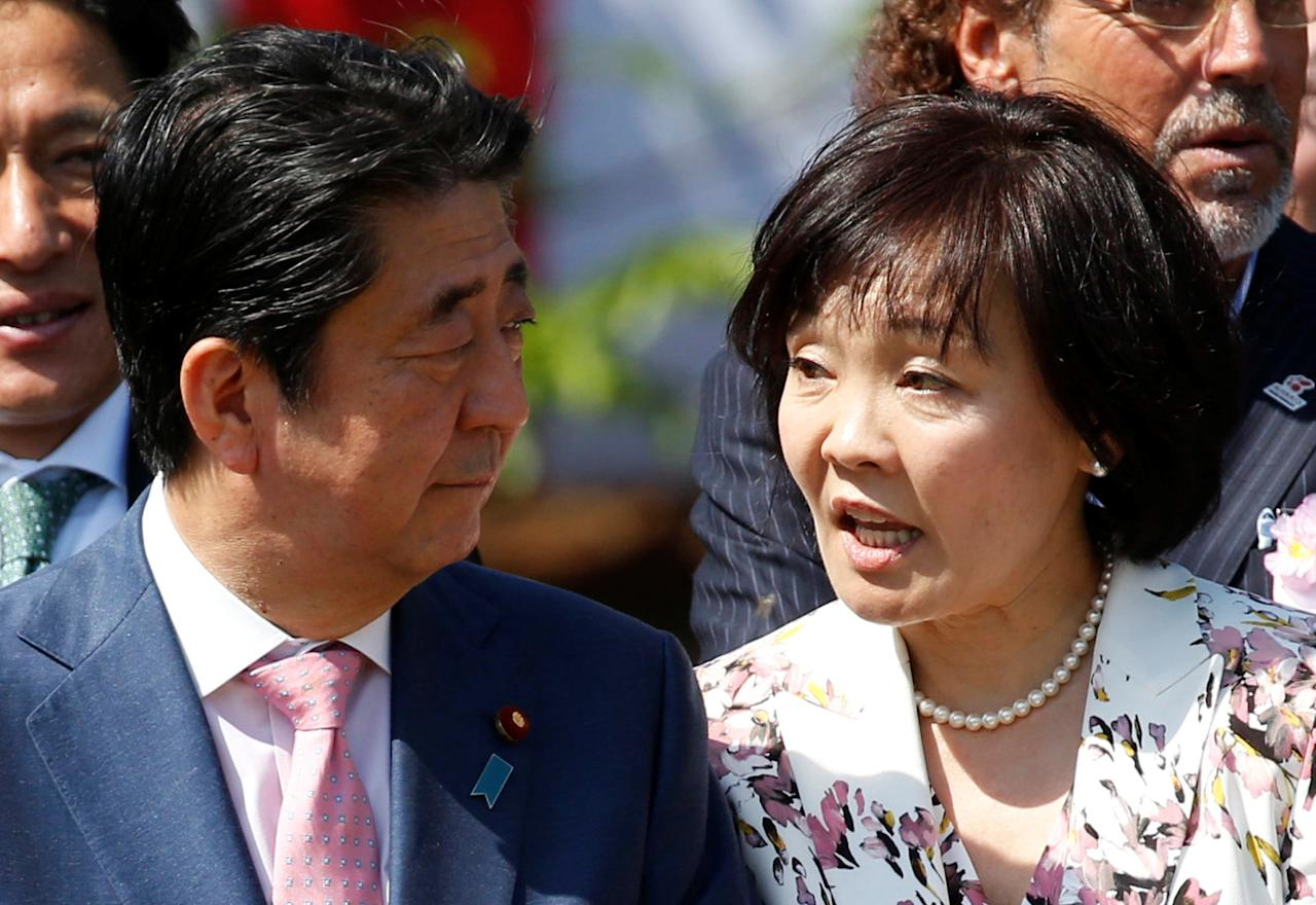 Japan's Prime Minister Shinzo Abe and his wife Akie attend a cherry blossom viewing party at Shinjuku Gyoen park in Tokyo, Japan, April 21, 2018.  REUTERS/Toru Hanai