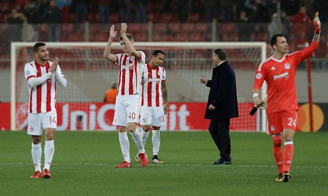 Soccer Football - Champions League - Olympiacos vs Juventus - Karaiskakis Stadium, Piraeus, Greece - December 5, 2017 Olympiacos coach Takis Lemonis with Filipe Pardo as Bjorn Engels applauds the fans after the match REUTERS/Alkis Konstantinidis