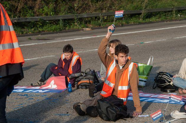 <strong>Protestors from Insulate Britain block the M25 motorway near Cobham in Surrey.</strong> (Photo: Guy Smallman via Getty Images)