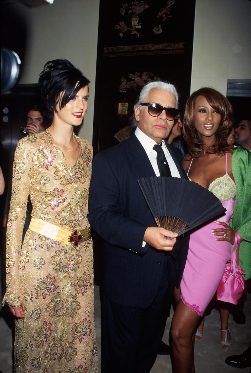 <p>Karl Lagerfeld pictured with models Stella Tennant and Iman back in 1996. <em>[Photo: Getty]</em> </p>