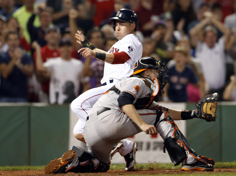 Carp's pinch-hit single lifts Red Sox over Orioles
