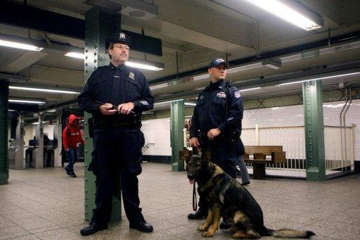 Polizisten in New Yorker U-Bahn-Station