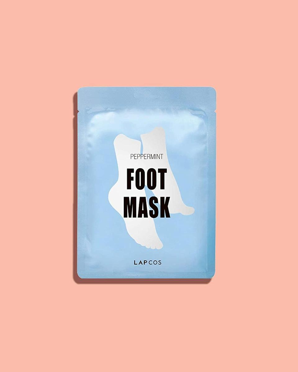 """<h3>LAPCOS Peppermint Foot Mask</h3><br>Everyone's favorite soothing peppermint and lavender-infused foot mask from 2020 also happens to make for prime stuffing for any holiday stocking.<br><br><strong>LAPCOS</strong> Peppermint Foot Mask, $, available at <a href=""""https://amzn.to/2VvceUp"""" rel=""""nofollow noopener"""" target=""""_blank"""" data-ylk=""""slk:Amazon"""" class=""""link rapid-noclick-resp"""">Amazon</a>"""