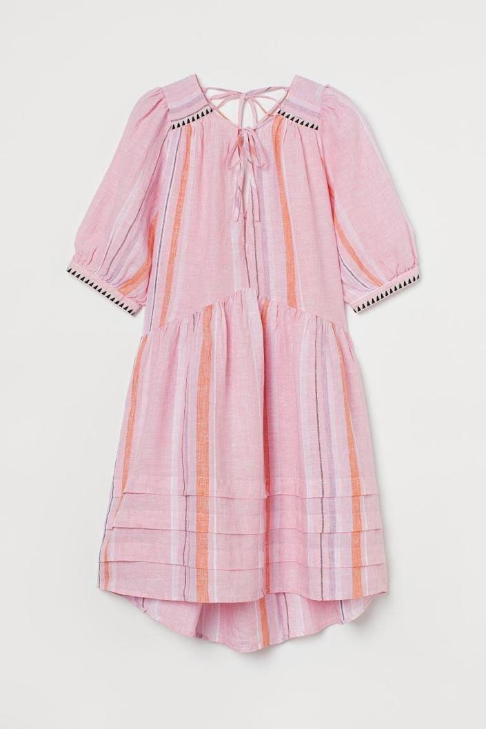 <p>You'll feel light and easy in this gorgeous <span>Linen Dress</span> ($40).</p>