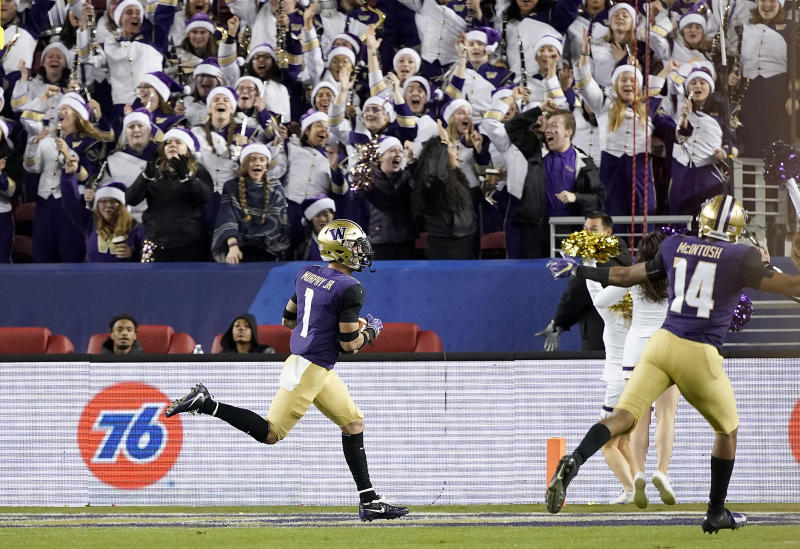 Washington defensive back Byron Murphy (1) returns an interception for a touchdown against Utah during the second half of the Pac-12 Conference championship NCAA college football game in Santa Clara, Calif., Friday, Nov. 30, 2018. (AP Photo/Tony Avelar)