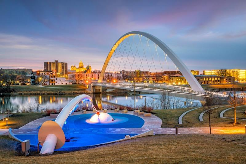 Des Moines Iowa skyline and public park in USA