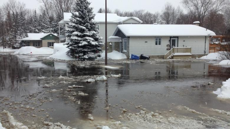 Heavy rainfall leads to flooding in parts of southern Quebec