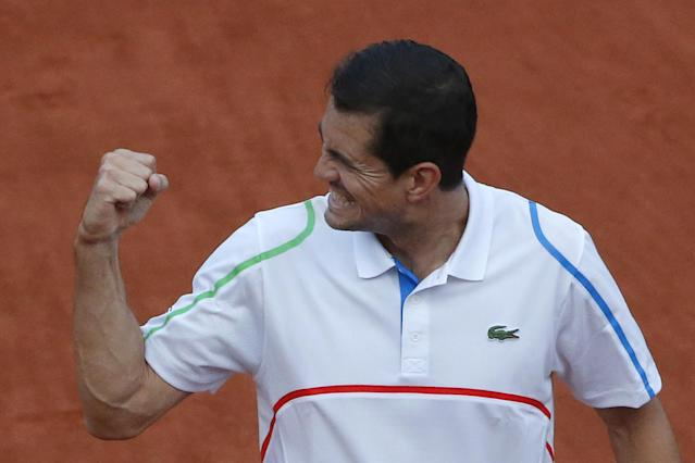 Spain's Guillermo Garcia-Lopez clenches his fist after defeating Switzerland's Stanislas Wawrinka in 4 sets, 6-4, 5-7, 6-2, 0-6, during the first round match of the French Open tennis tournament at the Roland Garros stadium, in Paris, France, Monday, May 26, 2014. (AP Photo/Michel Euler)