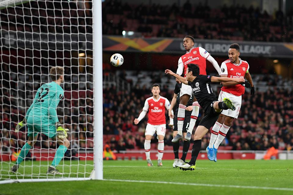 LONDON, ENGLAND - NOVEMBER 28: Joe Willock and Pierre-Emerick Aubameyang of Arsenal win a header from Makoto Hasebe of Eintracht Frankfurt during the UEFA Europa League group F match between Arsenal FC and Eintracht Frankfurt at Emirates Stadium on November 28, 2019 in London, United Kingdom. (Photo by Shaun Botterill/Getty Images)