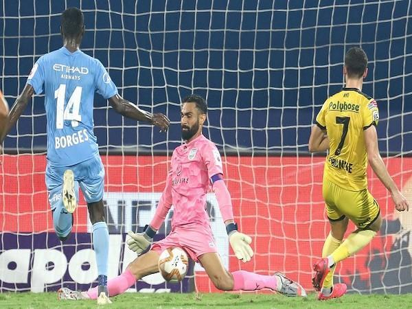 Amrinder Singh makes a save off Joel Chianese in the first half (Image: ISL)