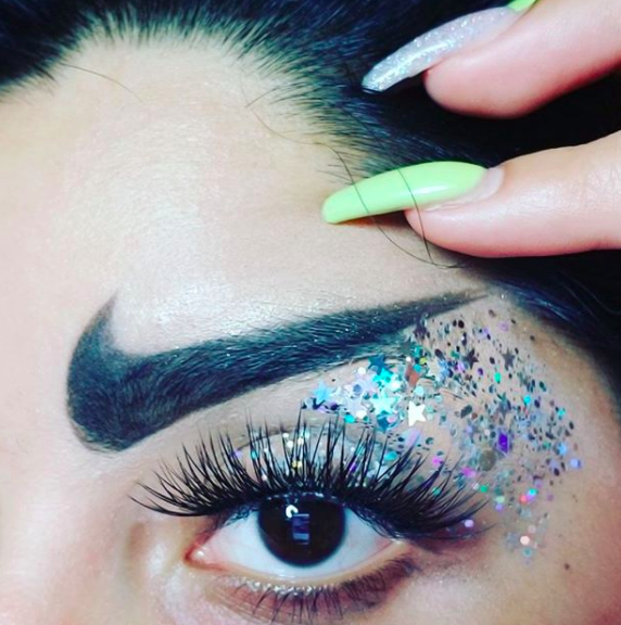 """<p>Just when we thought sports-luxe had seen its day, Nike-inspired <a href=""""https://uk.style.yahoo.com/nike-swoosh-eyebrows-makeup-artist-wanting-just-164015708.html"""" data-ylk=""""slk:brows;outcm:mb_qualified_link;_E:mb_qualified_link;ct:story;"""" class=""""link rapid-noclick-resp yahoo-link"""">brows</a> surfaced. And we have to admit, we hope to leave them in 2017… <em>[Photo: Instagram]</em> </p>"""