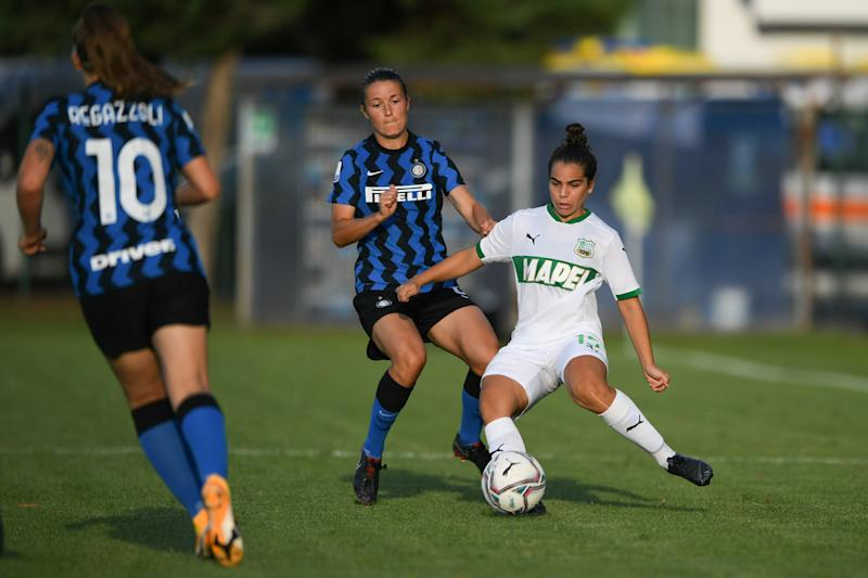 SESTO SAN GIOVANNI, ITALY - AUGUST 30: (BILD ZEITUNG OUT) Estefania Fuentes of U.S. Sassuolo Woman controls the ball during the Serie A Women match between Inter Women's and Sassuolo Women's at Stadio Breda on August 30, 2020 in Sesto San Giovanni, Italy. (Photo by Andrea Bruno Diodato/DeFodi Images via Getty Images)