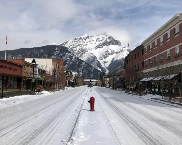 Normally bustling Banff Avenue is quiet on a Friday afternoon in April. (Dale Einarson/Banff & Lake Louise Tourism - image credit)