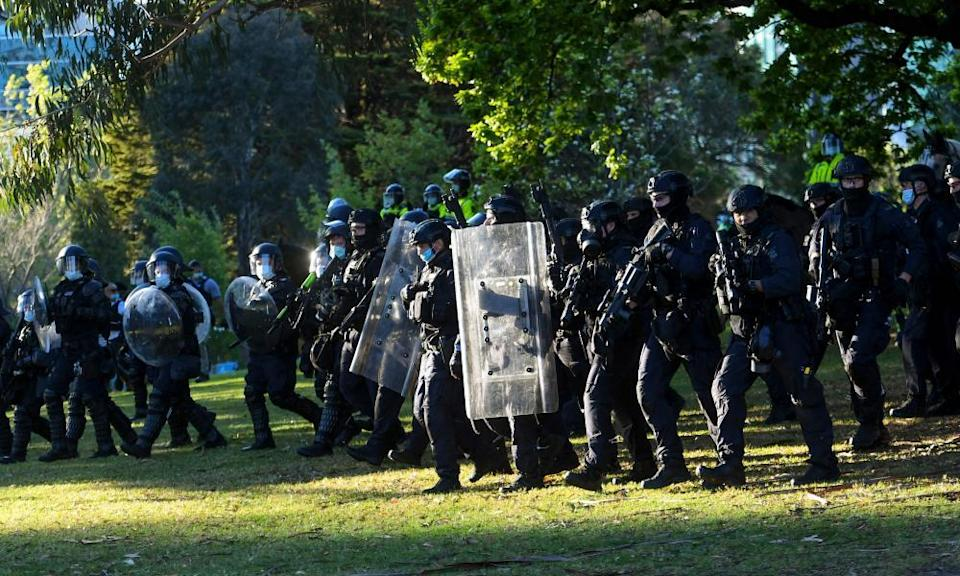 Police followed protesters to the Shrine of Remembrance as they rallied against mandatory Covid-19 vaccinations and a two-week shutdown of the construction industry on Wednesday.