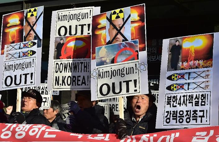 South Korean activists denounce Pyongyang's nuclear test during a rally in Seoul, on January 7, 2016 (AFP Photo/Jung Yeon-Je)
