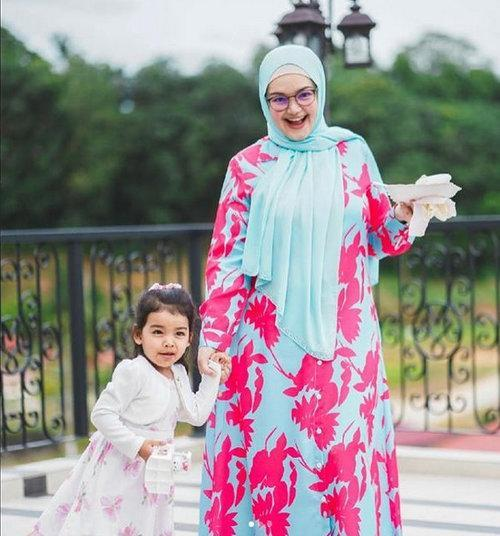 Siti welcomed her first daughter Aafiyah in 2018.