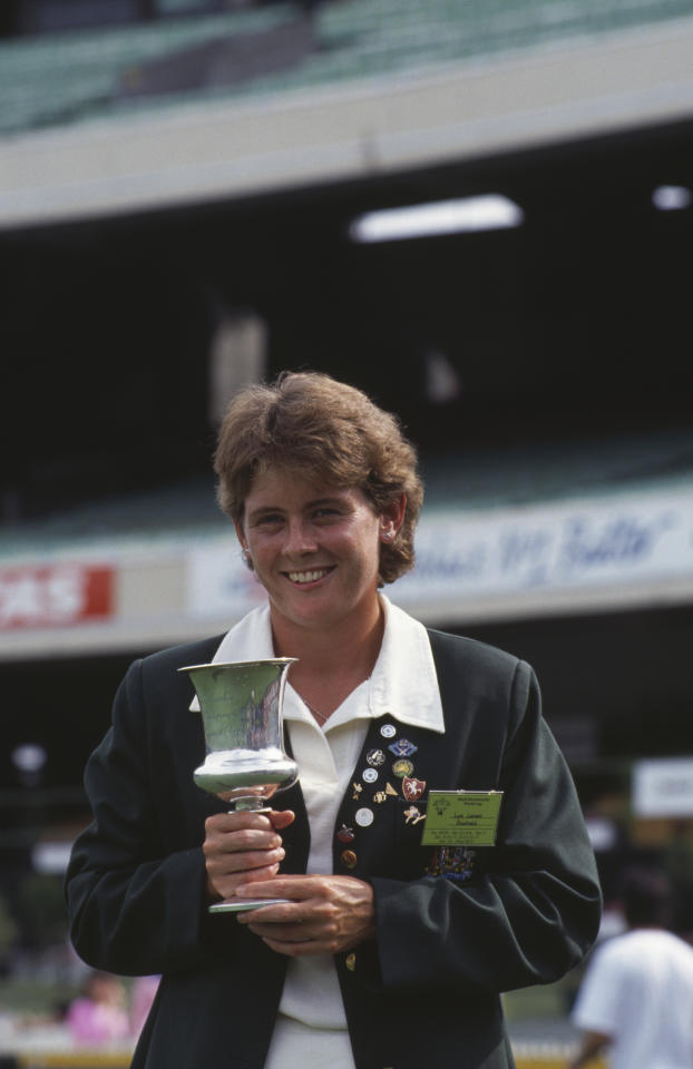 [ICCWWC2013] Australian captain Lyn Larsen with the trophy after her team's victory over England in the final of the Women's Cricket World Cup at the Melbourne Cricket Ground, 18th December 1988. (Photo by David Cannon/Getty Images)
