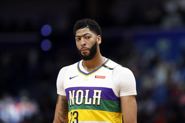 """<a class=""""link rapid-noclick-resp"""" href=""""/nba/teams/new-orleans/"""" data-ylk=""""slk:Pelicans"""">Pelicans</a> star <a class=""""link rapid-noclick-resp"""" href=""""/nba/players/5007/"""" data-ylk=""""slk:Anthony Davis"""">Anthony Davis</a> suffered a shoulder injury on Thursday night in their game against the Thunder. (AP Photo/Tyler Kaufman)"""