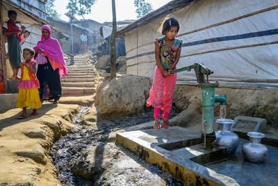 A Rohingya girl pumps water from a tube-well, one of thousands installed by NGOs across the Kutupalong refugee camp. Photo: Jon Warren/World Vision (CNW Group/World Vision Canada)