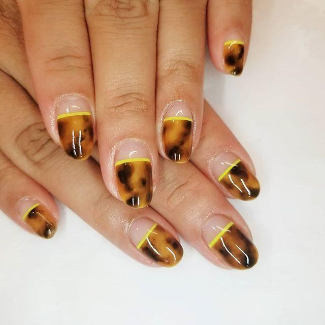"""<p>Since the classic tortoiseshell pattern borrows from autumn's color palette, this pretty design is still on-point. Take the design only halfway down your nail, and finish it with a brighter, painted-on band. </p><p><a href=""""https://www.instagram.com/p/BvAiScJg3xt/"""" rel=""""nofollow noopener"""" target=""""_blank"""" data-ylk=""""slk:See the original post on Instagram"""" class=""""link rapid-noclick-resp"""">See the original post on Instagram</a></p>"""
