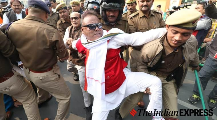 unnao rape case, unnao rape victim set ablaze, unnao rape victim dies, unnao rape case trial, yogi adityanath, akhilesh yadav, akhilesh yadav dharna outside lucknow assembly