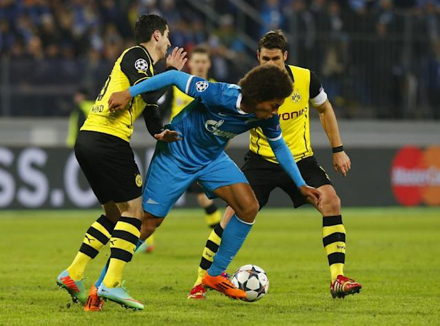 Zenit's Axel Witsel, center, is blocked by Borussia's Nuri Sahin, left, and Sebastian Kehl during the Champions League soccer match between Zenit St.Petersburg and Borussia Dortmund at Petrovsky stadium in St.Petersburg, Russia, on Tuesday, Feb. 25, 2014. (AP Photo/Dmitry Lovetsky)