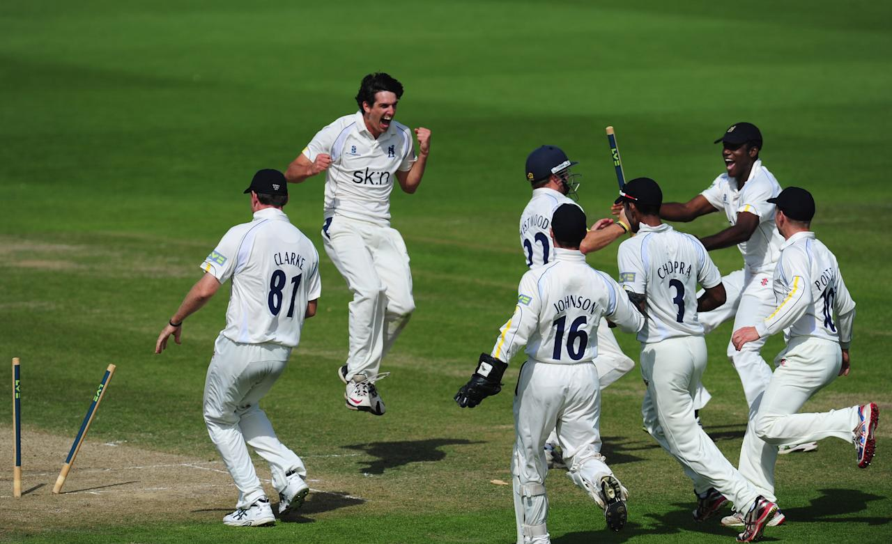 WORCESTER, ENGLAND - SEPTEMBER 06:  Warwickshire bowler Chris Wright (2nd left) celebrates after bowling Worcestershire batsman Alan Richardson to finnish off the innings and win the Championship for Warwickshire during day three of the  LV County Championship Division One game between Worcestershire and Warwickshire at New Road on September 6, 2012 in Worcester, England.  (Photo by Stu Forster/Getty Images)