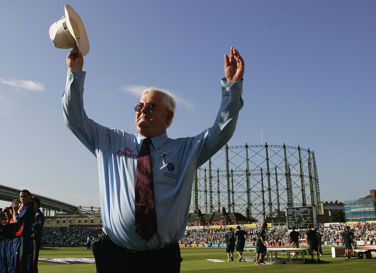 LONDON - JULY 12:  Umpire David Shepherd acknowledges the crowd after his last international match during the NatWest Challenge One Day International match between England and Australia played at The Oval on July 12, 2005 in London, United Kingdom (Photo by Hamish Blair/Getty Images)