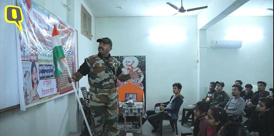Vijaykant Chauhan teaching a class of 12th standard kids how to protect themselves against 'Love Jihad'.