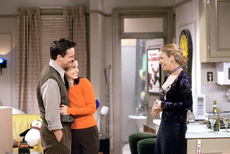 Matthew Perry, Courteney Cox and Lisa Kudrow on 'Friends' (Photo: Warner Bros. / Courtesy: Everett Collection)