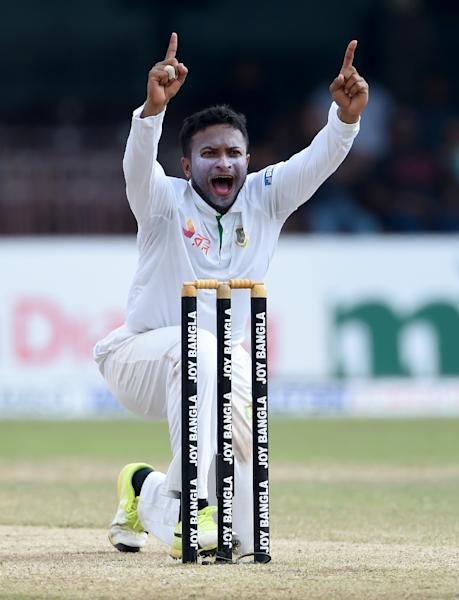 Bangladesh's Shakib Al Hasan unsuccessfully appeals for the wicket of Sri Lanka's Dilruwan Perera (unseen) during the fourth day of the second Test in Colombo, on March 18, 2017 (AFP Photo/Ishara S. KODIKARA)