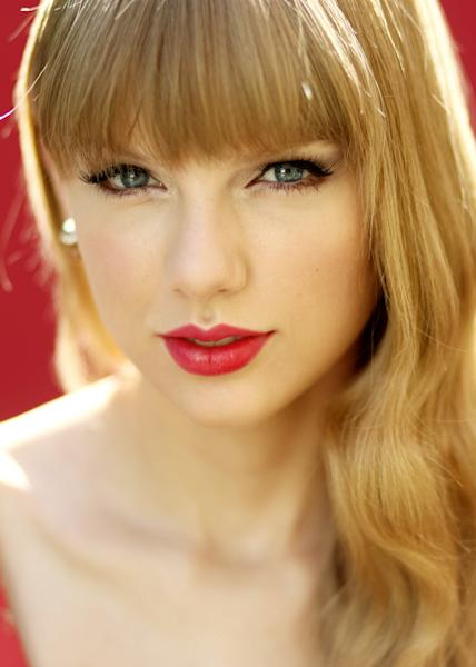 """In this Oct. 17, 2012 photo, musician Taylor Swift poses for a portrait in Los Angeles, Calif. Swift's new album, """"Red,"""" will be released Oct. 22. (Photo by Matt Sayles/Invision/AP)"""