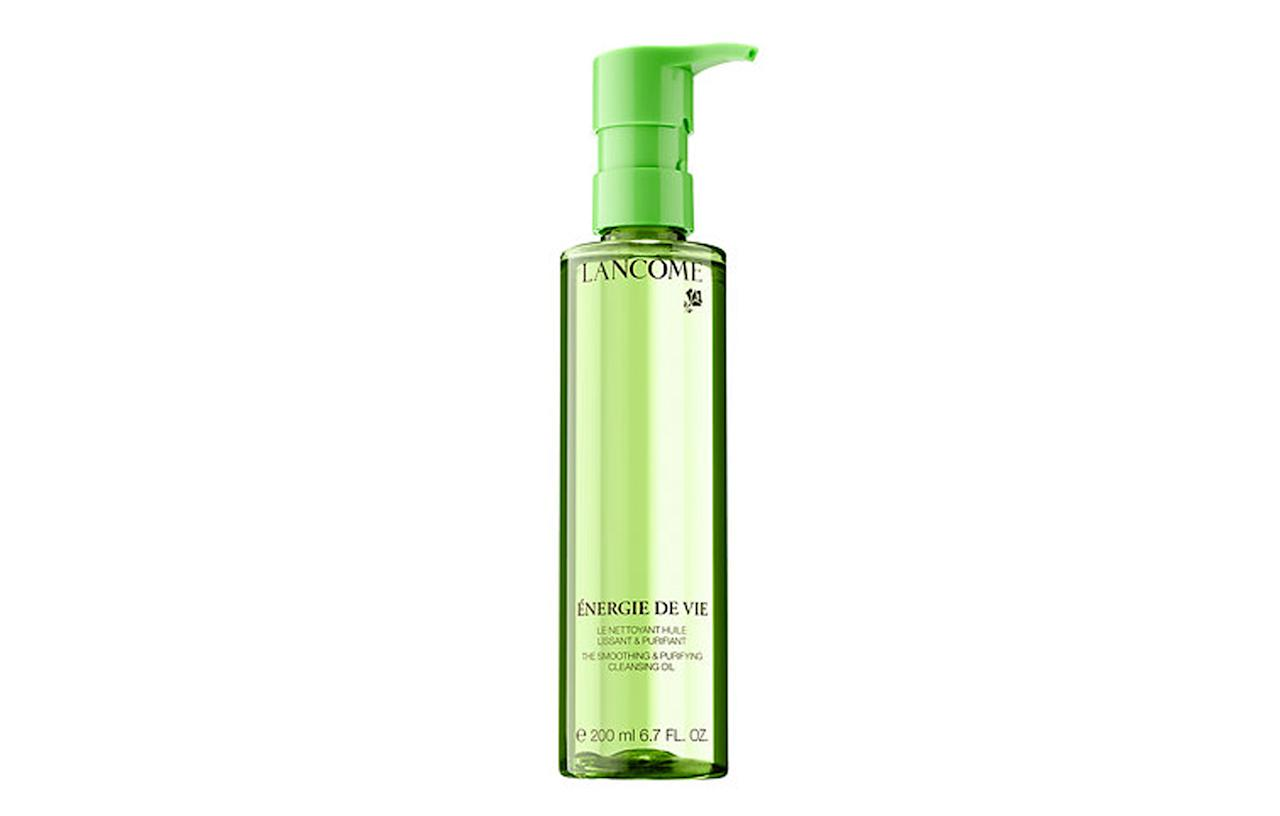 """<p>Remove make-up with Lancome Énergie de Vie Smoothing and Purifying Cleansing Oil. <a rel=""""nofollow"""" href=""""https://www.sephora.com/product/energie-de-vie-smoothing-purifying-cleansing-oil-P409977""""><i>Sephora, £31</i></a><br /><br /></p>"""