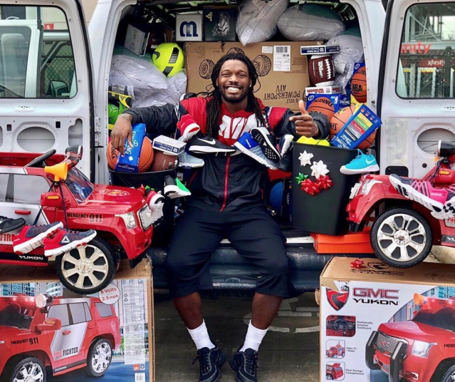 Jadeveon Clowney and his donations. (Via Twitter)