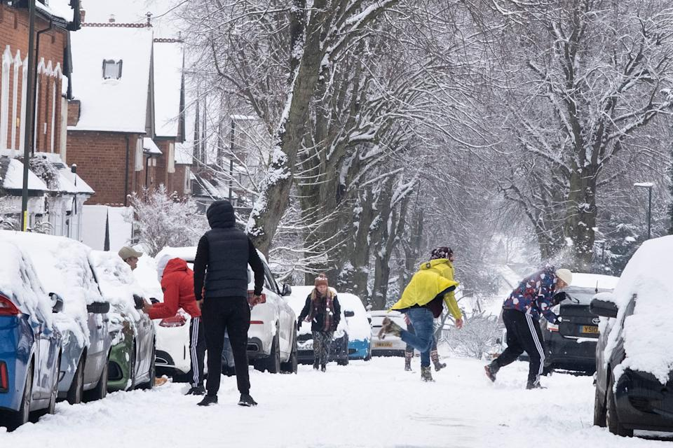 A snowball fight in the snow in Moseley, Birmingham, United Kingdom. (Photo: Mike Kemp via Getty Images)