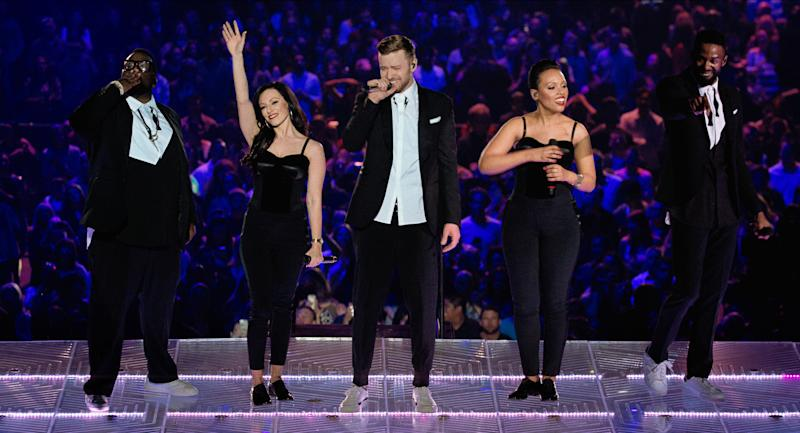 """In this image released by Netflix, from left, Jack E. King, Zenya Bashford, Justin Timberlake, Nicole Hurst, Aaron Camper perform in """"Justin Timberlake + the Tennessee Kids,"""" a concert film premiering on Oct. 12, 2016 on Netflix. (Tennman Entertainment, Inc./Netflix via AP)"""