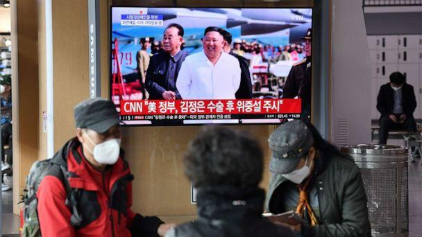 PHOTO: People watch a television news broadcast showing file footage of North Korean leader Kim Jong Un, at a railway station, in Seoul on April 21, 2020. (Jung Yeon-je/AFP via Getty Images)