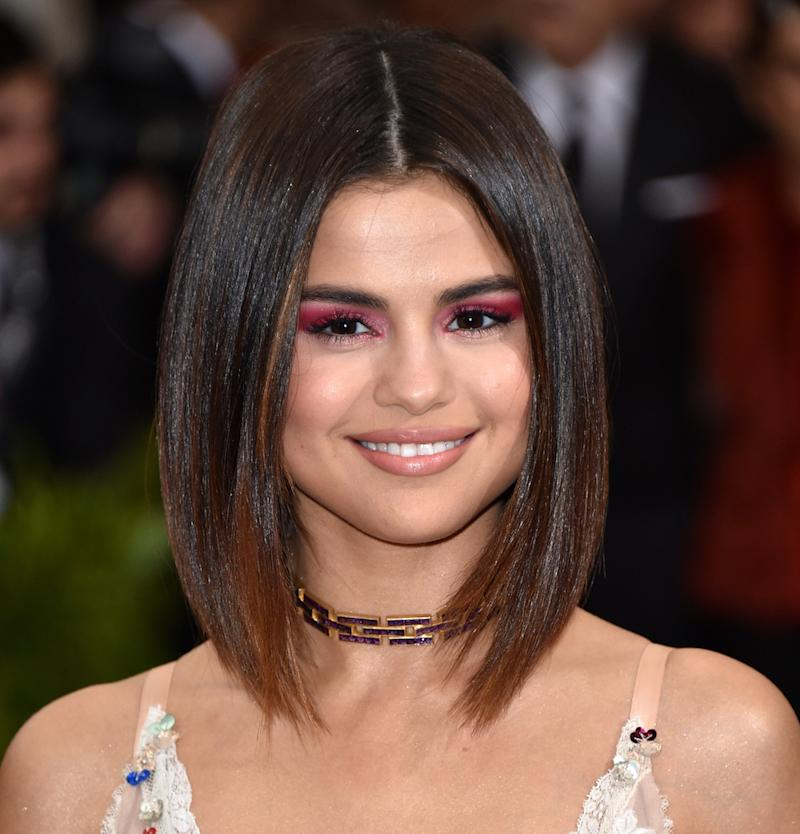From Selena Gomezs Beachy Waves To Her Long Bob Here Are 15 Of Her