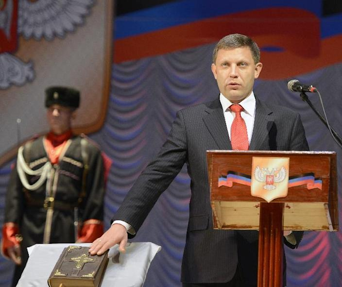 Alexander Zakharchenko -- the newly elected leader of the self-proclaimed Donetsk People's Republic -- takes the oath of office in the eastern Ukrainian city of Donetsk, on November 4, 2014 (AFP Photo/Alexander Khudoteply)