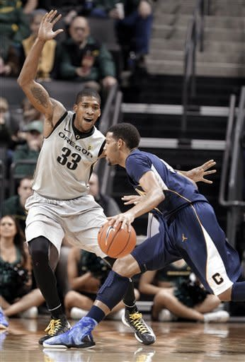 California guard Allen Crabbe, right, drives on Oregon forward Carlos Emory during the first half of an NCAA college basketball game in Eugene, Ore., Thursday, Feb. 21, 2013. (AP Photo/Don Ryan)