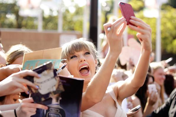 Taylor and Her Fans  Taylor Swift poses for photos with fans as she arrives at the 26th Annual ARIA Awards 2012 at the Sydney Entertainment Centre on November 29th, 2012 in Sydney, Australia. Related: • Taylor Swift: A History in Photos